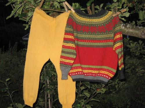 Fanainspireret guttegenser med bukse