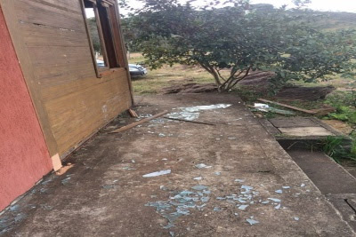 Floresta Estadual do Uaimií - Vidros das janelas quebrados - Foto: Amda/Facebook.