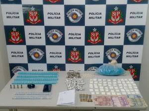 Cinco homens são detidos com 599 porções de drogas em Caraguá (Foto: Divulgação/Polícia Militar)