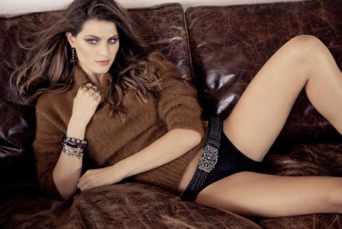 Isabelli Fontana na a Vogue Brasil de junho de 2012, clicada porJ. R. Duran.