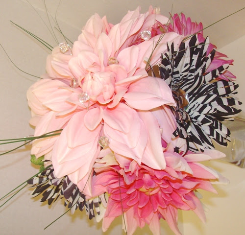 I can make any bouquet in any coordinating colors LOOKING