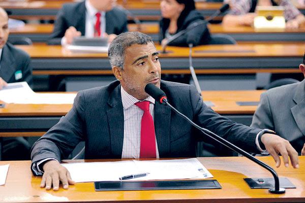 Segundo Romário, o Brasil já teria investido cerca de 30 bilhões