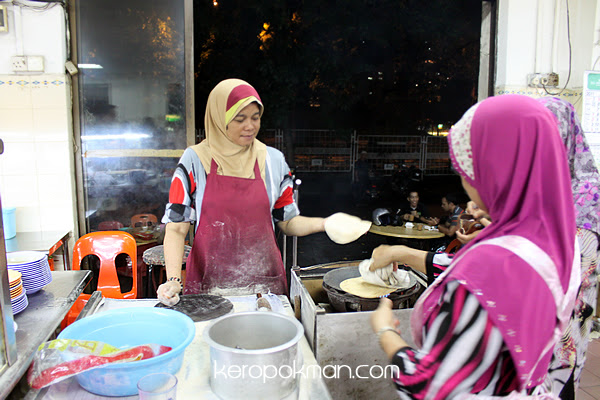 Kakak making the Chapati