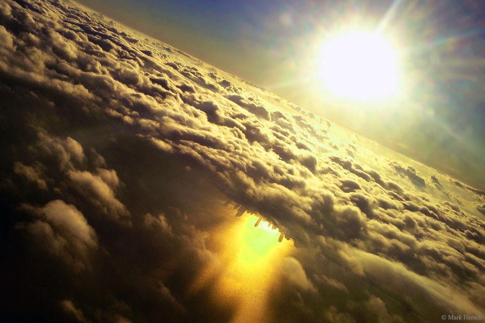 Inverted Chicago sous les nuages, nuages Inverted Chicago, ville inversée dans les nuages, chicago inversé, chicago inversé dans les nuages, pourquoi est chicago inversé sous nuage, ville mystérieuse apparaît dans les nuages sur le lac michicgan, le lac michigan nuages de la ville mystérieuse