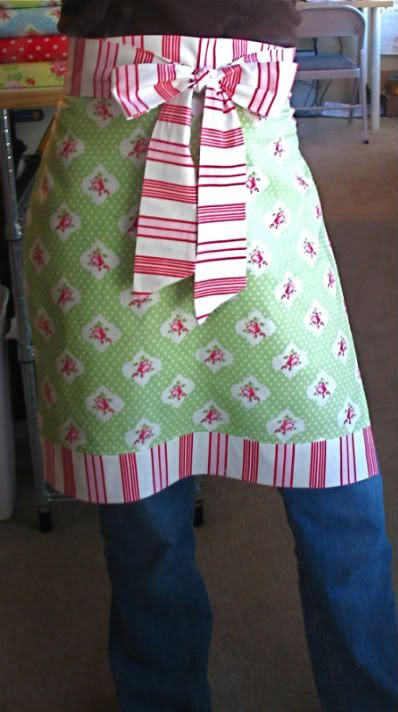 Make an apron in an hour! - Stop staring and start sewing! #ChristmasCraft #DIY #tutorial #pattern