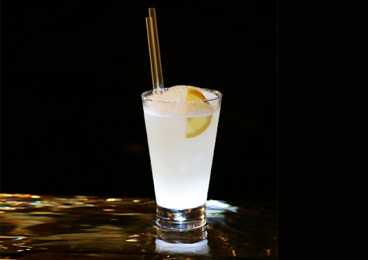 Gin Fizz and Lemon Cocktail - Yummy food recipes
