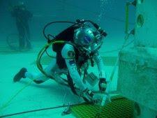 Astronauta De La NASA Entrenándose Bajo El Agua