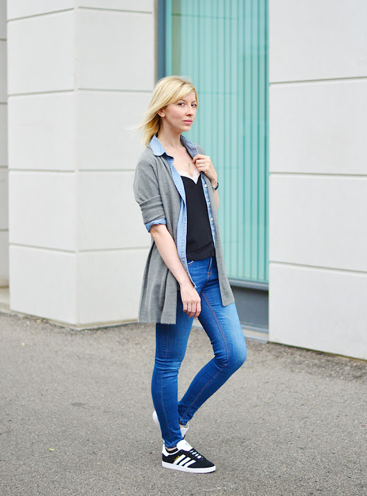 Fall Sporty Outfit | Denin on Denim | Stripes 'n' Vibes
