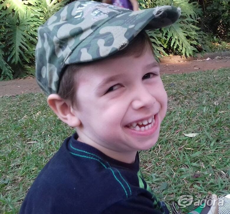 Campanha busca ajuda para continuar tratamento de garotinho com paralisia cerebral - Crédito: Divulgação