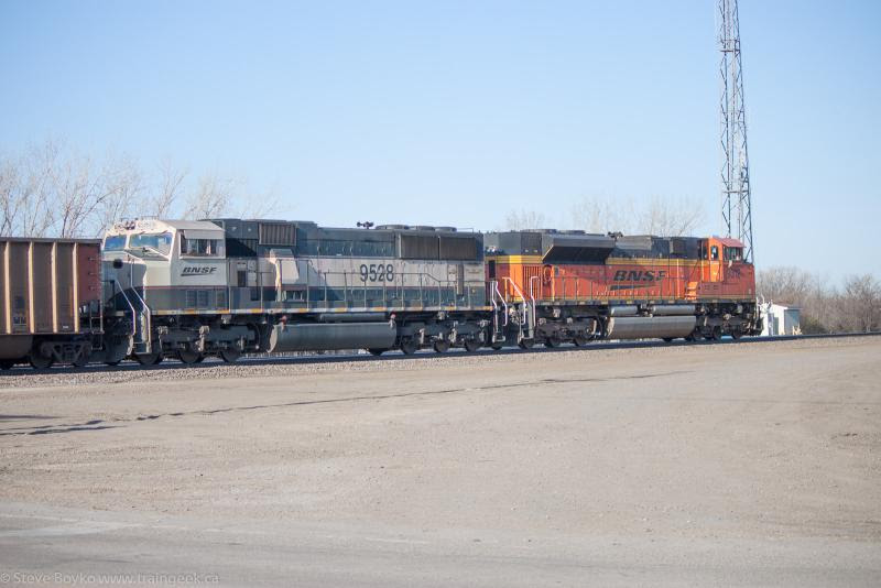 BNSF 9528 and BNSF 9312 in Moorhead