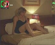 Sandra Faleiro sensual em lingerie na novela a impostora