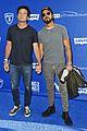 justin theroux jason bateman hold hands at charity ping pong tournament 02