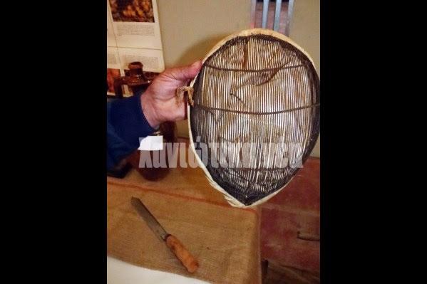 Παλιά μάσκα μελισσοκόμου με σύρμα και πανί