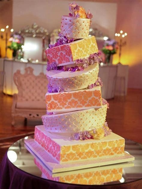 Interesting ways to display/cut/present your wedding cake