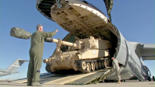 Image: Huge US Transport Aircraft C-5 Galaxy Swallowing M109A6 Howitzer ...