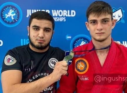 Иса Албогачиев успешно выступил начемпионате мира поборьбе среди кадетов июниоров вУфе