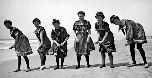 gibson-girls-at-the-beach