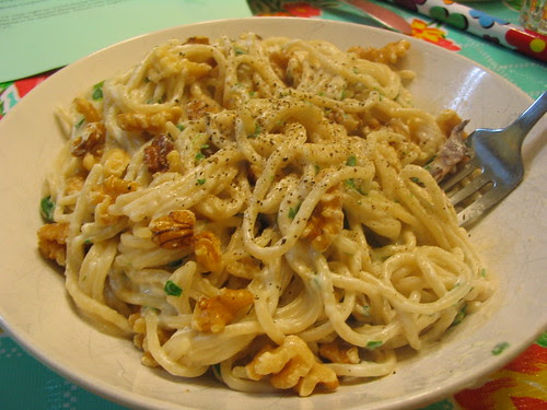 Brown Rice spaghetti with Walnut cream sauce from Http://www.drjeanlayton.com