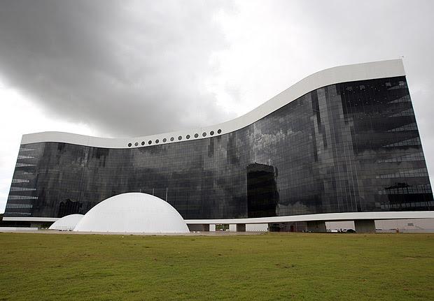 BRASÍLIA, DF, BRASIL 14-12-2011 16h00: Novo predio do TSE (Tribunal Superior Eleitoral), projetado por Oscar Niemeyer, que será inaugurada no 104º aniversário do arquiteto, em Brasília (DF). A obra custou R$ 327 milhões. (Foto: Sérgio Lima/Folhapress PODER)