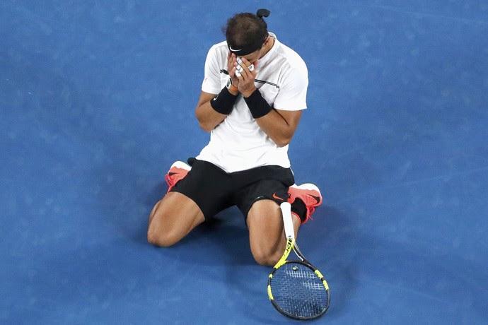 Rafael Nadal comemora vitória sobre Milos Raonic pelas quartas de final do Aberto da Austrália (Foto: REUTERS/Jason Reed)