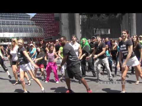 video que muestra a Alfonso Ribeiro (Carlton) bailando en un FlashMob