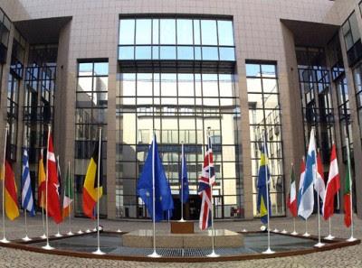 "Perante risco de contágio da crise grega, ""os ministros reiteraram sua vontade absoluta de preservar a estabilidade financeira na Zona Euro""."