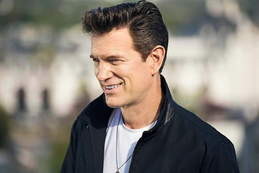 Chris Isaak to play Pontiac's Flagstar Strand in October