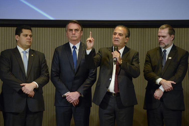 O presidente do Senado, Davi Alcolumbre, o presidente Jair Bolsonaro, o pastor Silas Malafaia, e o presidente do Supremo Tribunal Federal, Dias Toffoli, participam do almoço com pastores evangélicos.