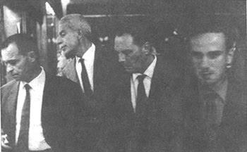 da sinistra: Giovanni Pintori, Elio Vittorini, Vittorio Sereni, Giancarlo De Carlo nel 1964 a Milano (foto di Cesare Colombo)