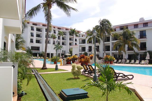 cancun_resort_pool_bigger