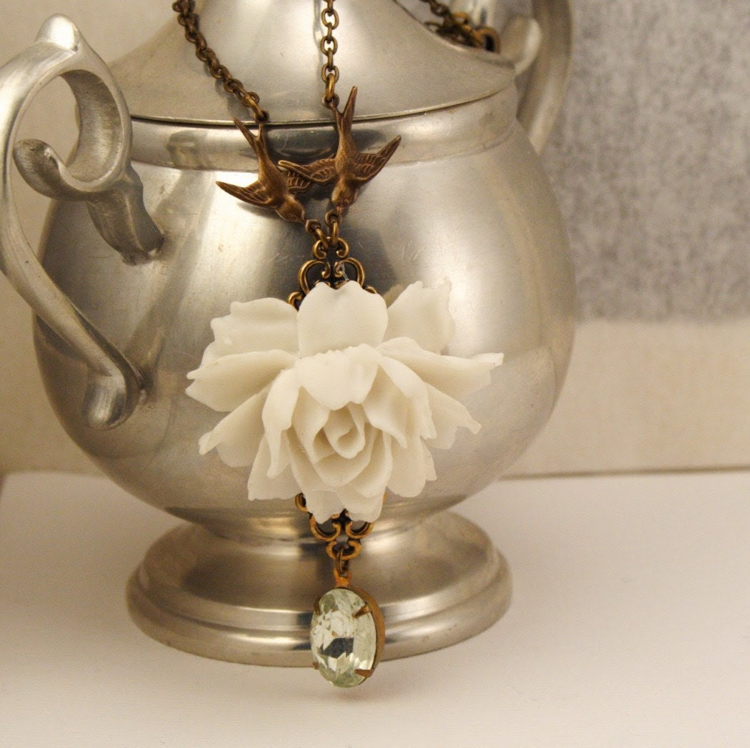 Free Shipping - White Rose Necklace With Clear Vintage Jewel