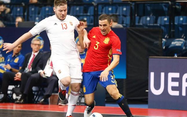 España golea a Hungría con precisión (5-2)