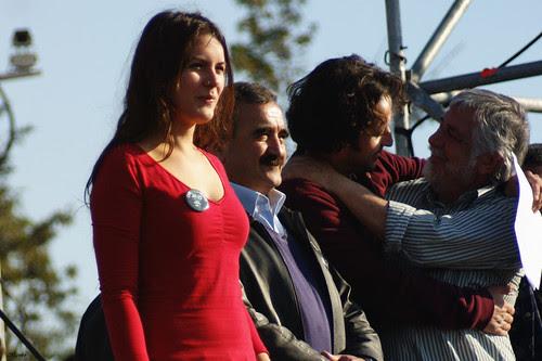 Camila Vallejo, Domingo familiar por la educación, 1 millón de asistentes. by Manuel Venegas