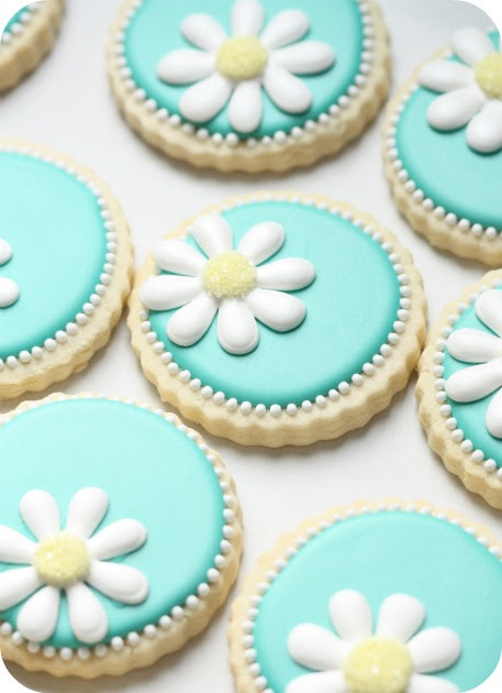 http://sweetopia.net/wp-content/uploads/2011/04/decorated-daisy-cookies1.jpg