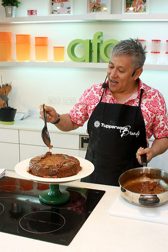 Chef Wan drizzling butterscotch dressing onto his apple cake