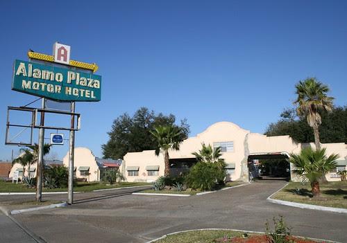 alamo plaza motor hotel