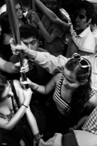 Locura total, metro de Santiago by Alejandro Bonilla