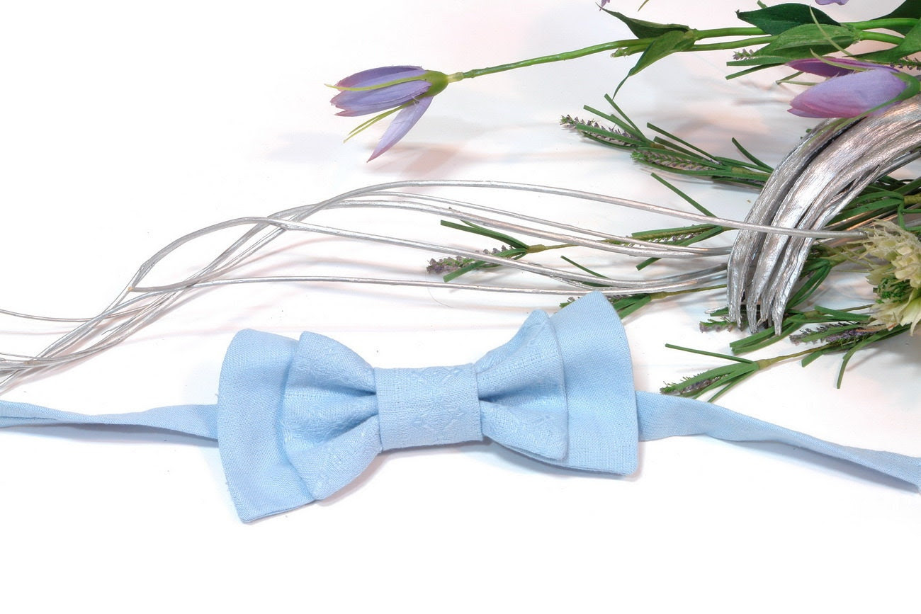 Bow tie for Boyslight blue Boys bow tie. Boys birthday gift. photography prop, holiday tie