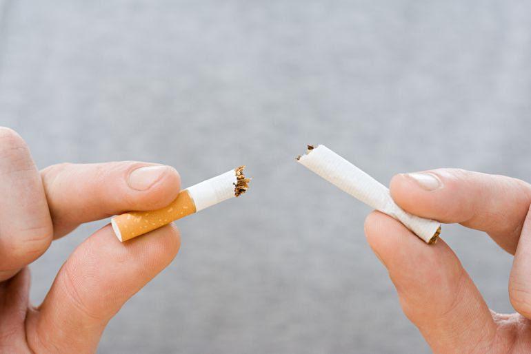 AECC Gipuzkoa instala un punto de salud en Irun para concienciar sobre los riesgos del tabaco
