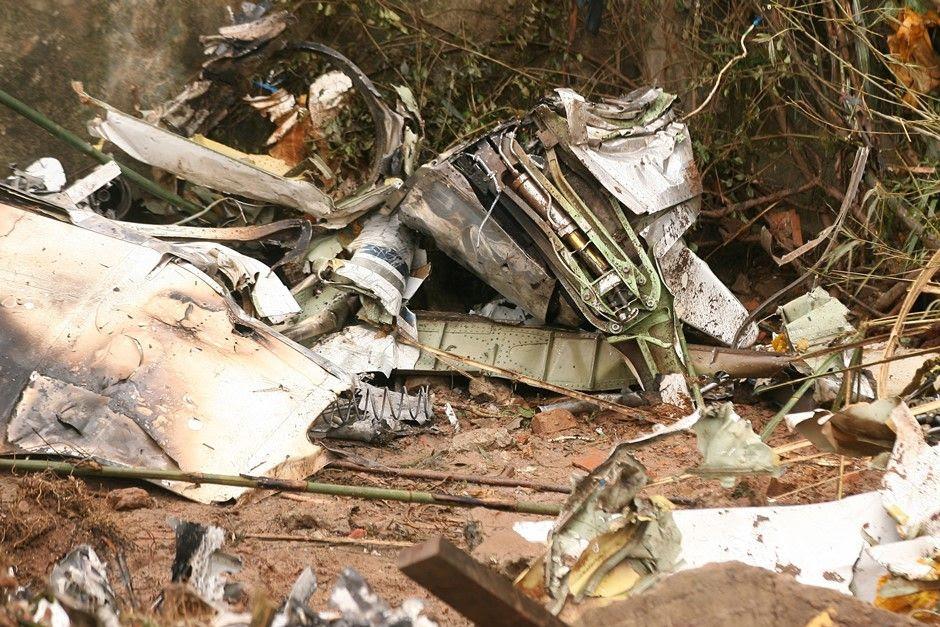 Destroços do acidente aéreo com jato de Campos / Guilherme Dionizio/Folhapress