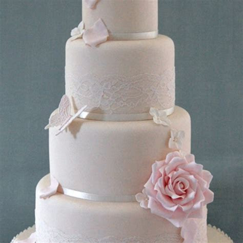 Best 25  Fake wedding cakes ideas on Pinterest   Wedding