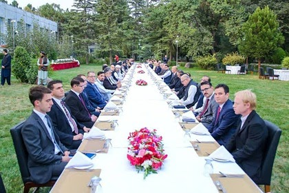 «Талибан» устроил званый обед для зарубежных дипломатов