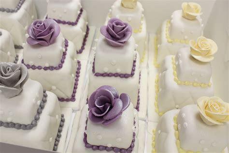 100 mini wedding cakes marathon   Blog.OakleafCakes.com