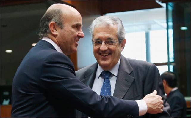 El ministro de Economía, Luis de Guindos, junto a su homólogo italiano, FAbrizio SAccomani.- Reuters