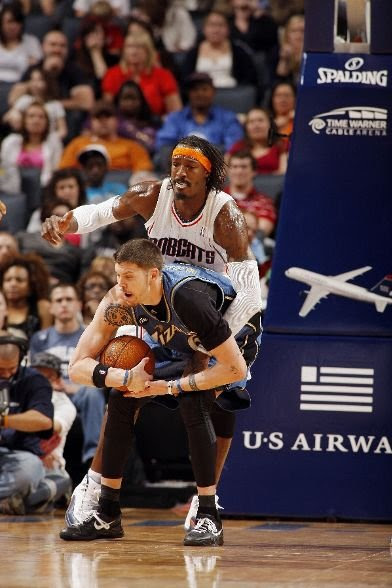 Gerald Wallace all up on Mike Miller