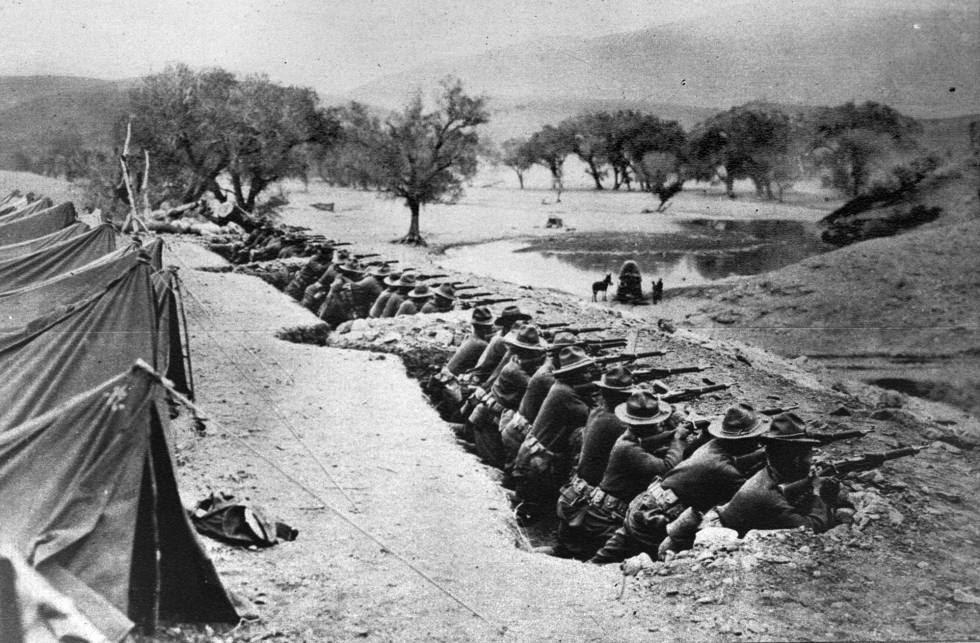 Miembros de la sexta infantería americana, atrincherados en 1916.