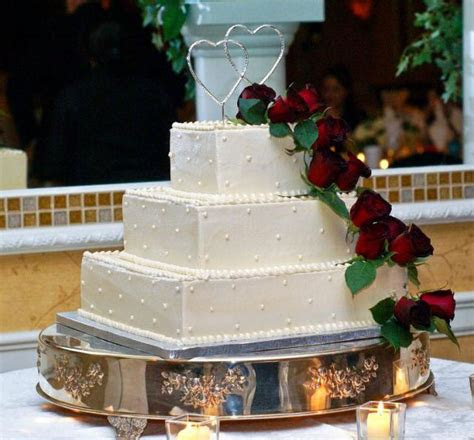 tier square ivory wedding cake  red roses