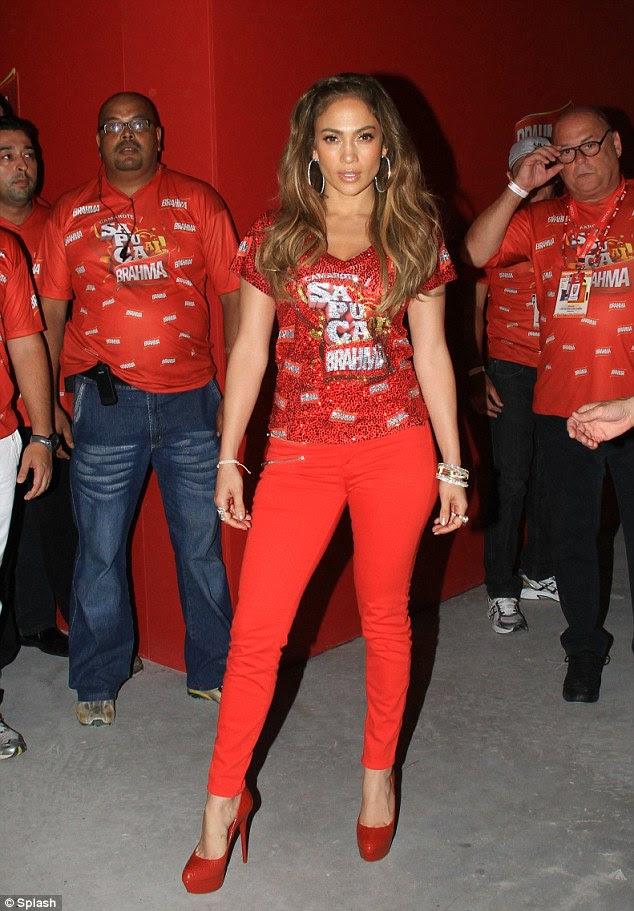 Red hot: Jennifer Lopez estava de bom humor quando ela participou do Rio de Janeiro carnaval ontem