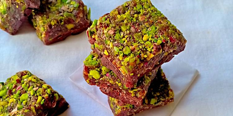 Recipe: Perfect Vegan Pistachio Pumpkin Candy Bars