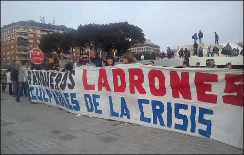 Primera pancarta desplegada en la plaza de Colón de Madrid. -AB